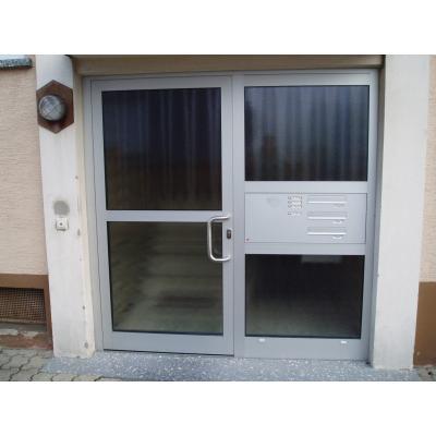 PaX Plan  Alu - Haustür mit Briefkastenanlage und Verglasungen